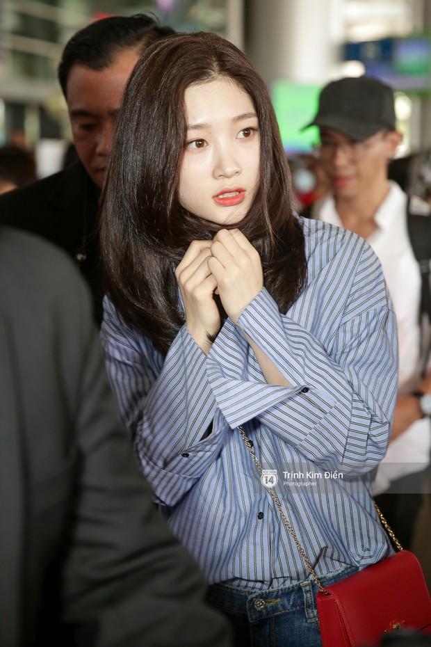 Loạt ảnh: Cận cảnh nhan sắc đỉnh cao của nữ thần thế hệ mới Jung Chae Yeon tại sân bay Tân Sơn Nhất - Ảnh 12.
