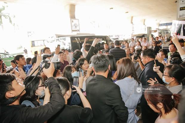 Loạt ảnh: Cận cảnh nhan sắc đỉnh cao của nữ thần thế hệ mới Jung Chae Yeon tại sân bay Tân Sơn Nhất - Ảnh 14.