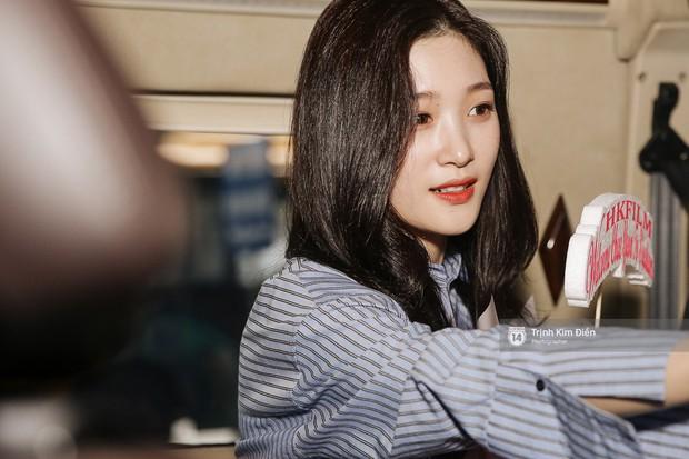 Loạt ảnh: Cận cảnh nhan sắc đỉnh cao của nữ thần thế hệ mới Jung Chae Yeon tại sân bay Tân Sơn Nhất - Ảnh 15.