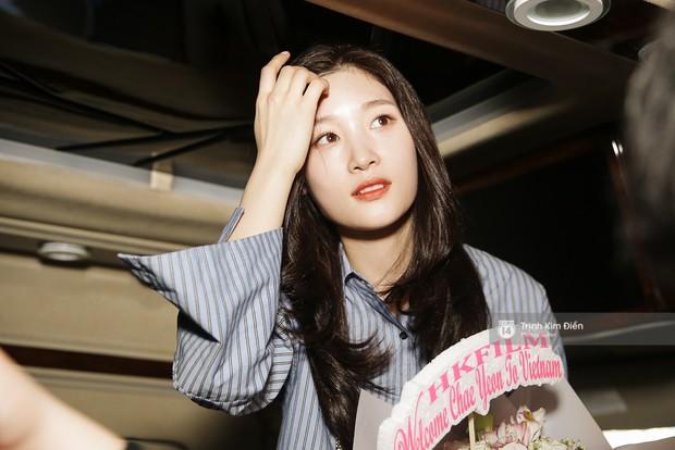 Loạt ảnh: Cận cảnh nhan sắc đỉnh cao của nữ thần thế hệ mới Jung Chae Yeon tại sân bay Tân Sơn Nhất - Ảnh 16.