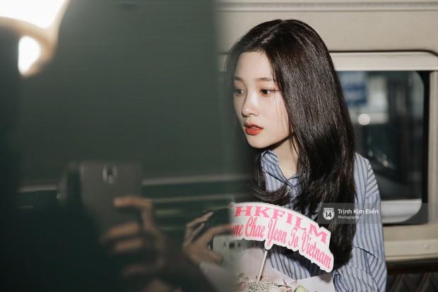 Loạt ảnh: Cận cảnh nhan sắc đỉnh cao của nữ thần thế hệ mới Jung Chae Yeon tại sân bay Tân Sơn Nhất - Ảnh 23.