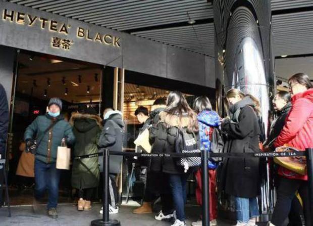 Âm 10 độ, người Trung Quốc vẫn thi nhau xếp hàng đi ăn món bánh trông đến là ghê người (nhưng lại rất ngon) - Ảnh 6.