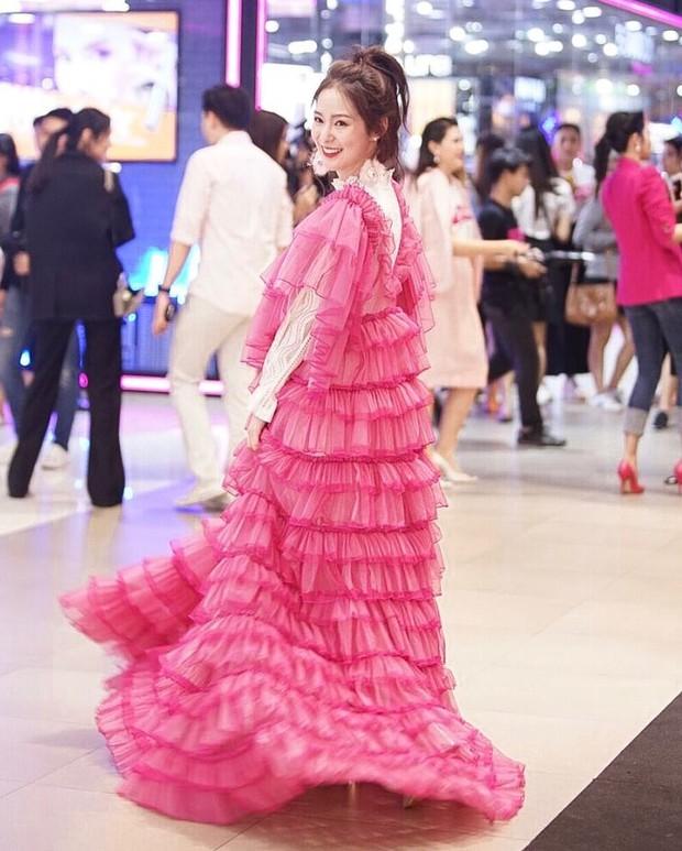 Hot girl diện đồ basic đẹp nhất Thái Lan Pimtha bỗng dưng khiến người ta hết hồn trong bộ váy màu hường lồng lộn - Ảnh 8.