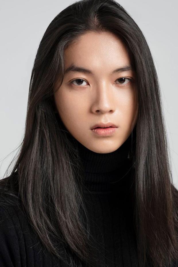 Đăng ảnh xin tư vấn cách làm tóc nhanh dài, chàng trai 9X khiến dân tình phát cuồng vì quá... xinh - Ảnh 3.