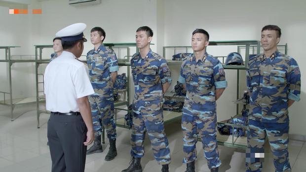 Từ chối thân mật với cấp trên, Khả Ngân bị đày ra đảo mà không thể phản kháng trong Hậu Duệ Mặt Trời phiên bản Việt - Ảnh 1.