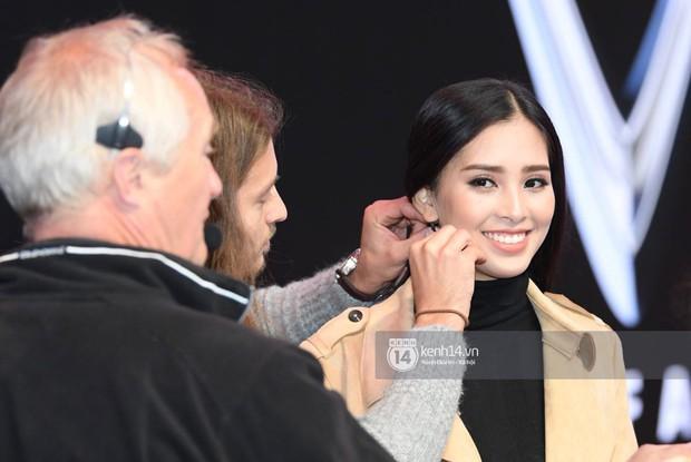 Hoa hậu Trần Tiểu Vy tất bật tập luyện cho sự kiện ra mắt xe VINFAST- Ảnh 2.
