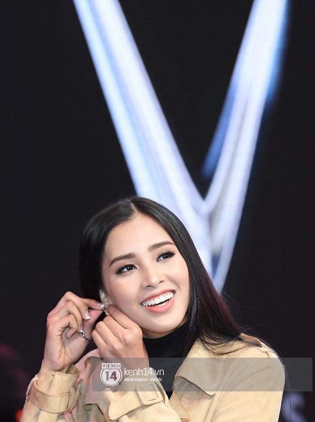 Hoa hậu Trần Tiểu Vy tất bật tập luyện cho sự kiện ra mắt xe VINFAST - Ảnh 3.