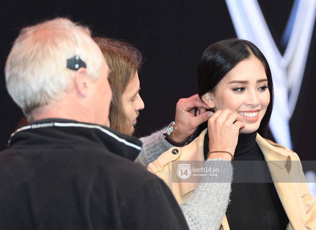 Hoa hậu Trần Tiểu Vy tất bật tập luyện cho sự kiện ra mắt xe VINFAST - Ảnh 4.