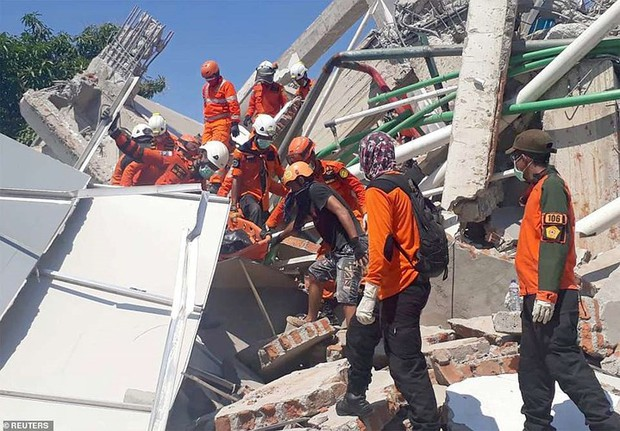 Toàn cảnh công tác cứu hộ trong thảm họa động đất sóng thần ở Indonesia - Ảnh 13.