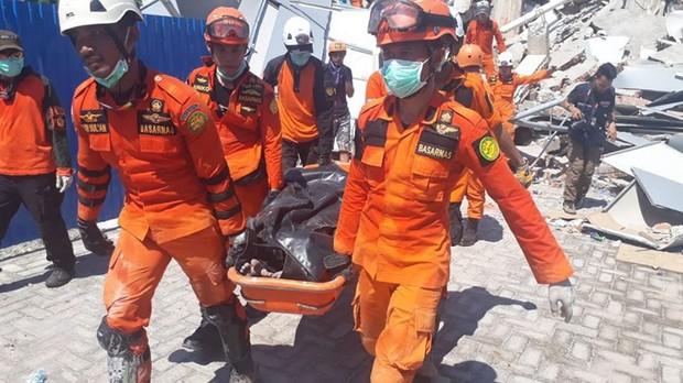 Toàn cảnh công tác cứu hộ trong thảm họa động đất sóng thần ở Indonesia - Ảnh 14.