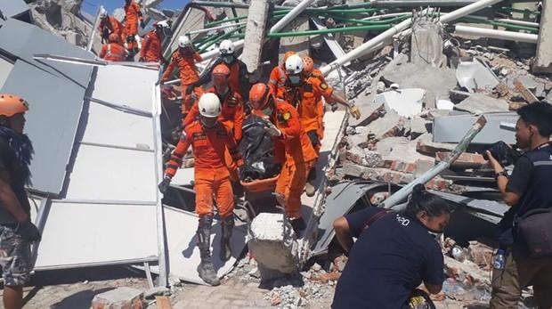 Toàn cảnh công tác cứu hộ trong thảm họa động đất sóng thần ở Indonesia - Ảnh 15.