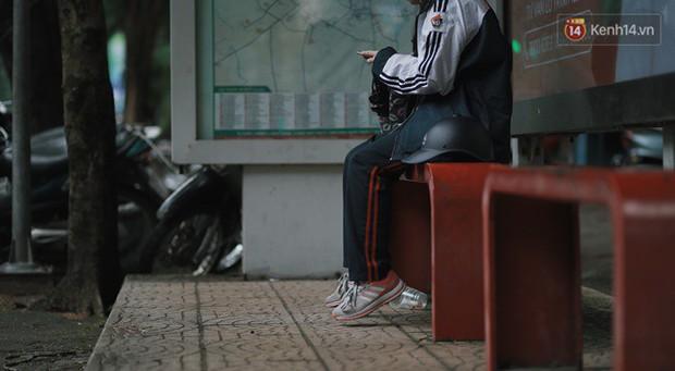 Chùm ảnh: Hà Nội đã có ngày đầu tiên đón gió lạnh đầu mùa thực sự! - Ảnh 16.