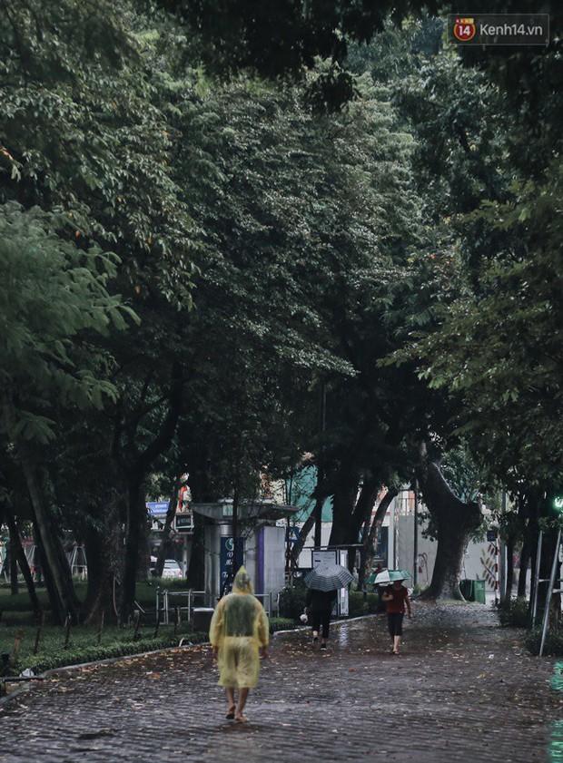 Chùm ảnh: Hà Nội đã có ngày đầu tiên đón gió lạnh đầu mùa thực sự! - Ảnh 21.