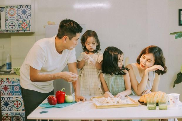 Lưu Hương Giang - Hồ Hoài Anh lần đầu chụp ảnh gia đình đủ 4 thành viên, hé lộ con gái hơn 2 tuổi lớn phổng phao - Ảnh 5.