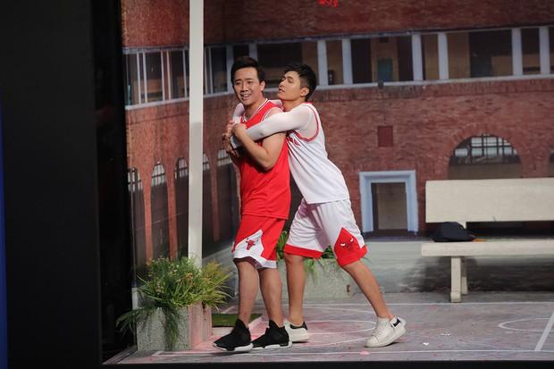 Trấn Thành - Gin Tuấn Kiệt tỏ tình cùng nhau trên sân khấu Ơn giời - Ảnh 4.