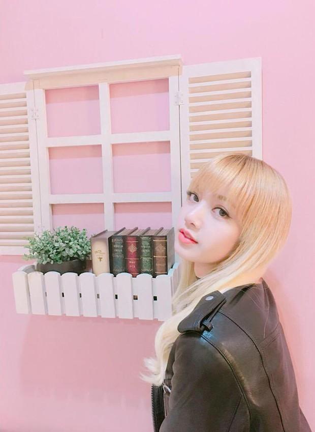Báo Thái tiết lộ 10 sự thật về Lisa (Black Pink), thông tin về bố nuôi nổi tiếng thế giới của cô đặc biệt gây chú ý - Ảnh 14.