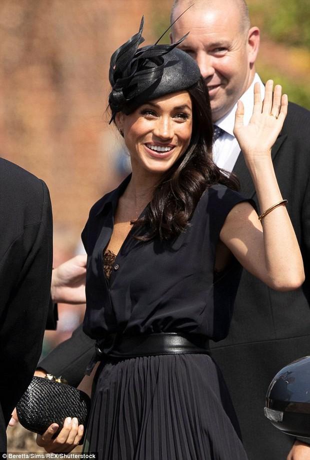 Sau 5 tháng làm dâu Hoàng gia, váy áo tinh tế thanh lịch nhiều không đếm hết nhưng Công nương Meghan lại có tới 3 lần mặc đồ kém duyên - Ảnh 5.