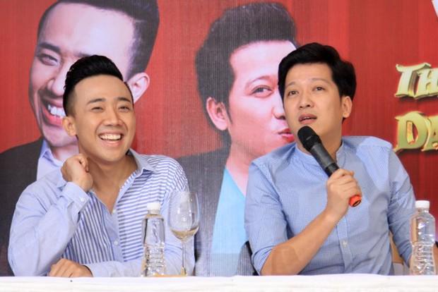 Trường Giang, Trấn Thành: Cuộc sống kết hôn với Nhã Phương và Hari Won - Ảnh 1.