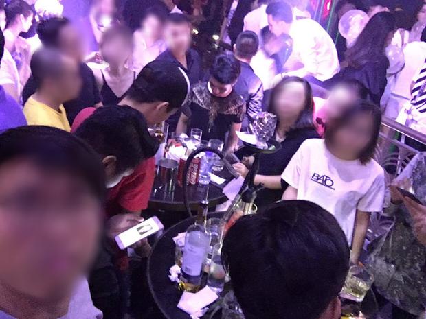 Thanh niên đi làm 4 tháng mới trả hết nợ 1 buổi đi bar vì bạn bè chỉ đến ăn uống check-in rồi về - Ảnh 2.