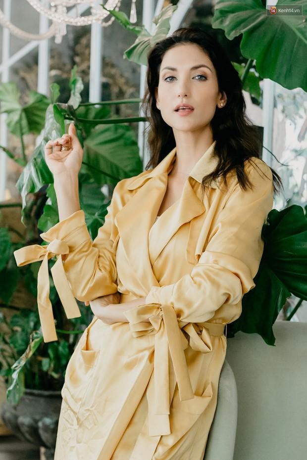 Host Cindy Bishop nói gì về Hồ Ngọc Hà khi làm việc chung tại Asias Next Top Model? - Ảnh 1.