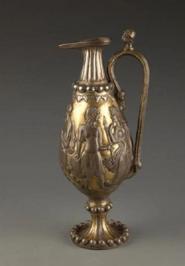 Chiếc bình bạc cổ xưa gợi lên những bí ẩn của Con đường tơ lụa - Ảnh 2.