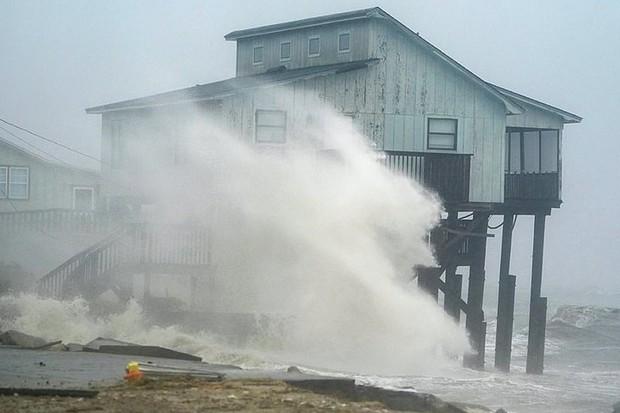 Siêu bão Michael đổ bộ vào Mỹ và Panama với sức tàn phá khủng khiếp - Ảnh 17.