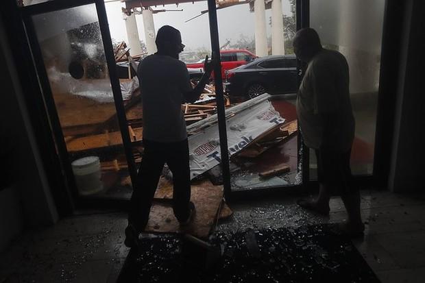 Siêu bão Michael đổ bộ vào Mỹ và Panama với sức tàn phá khủng khiếp - Ảnh 7.