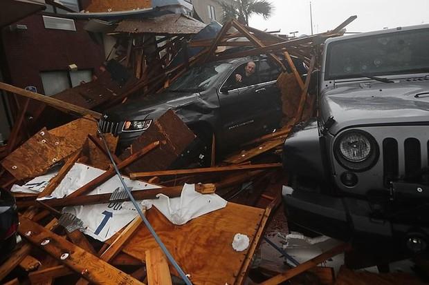 Siêu bão Michael đổ bộ vào Mỹ và Panama với sức tàn phá khủng khiếp - Ảnh 10.