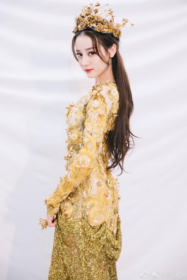 Mỹ nhân cực phẩm nhất đêm nay: Địch Lệ Nhiệt Ba hoá thân thành Nữ thần Kim Ưng, xuất sắc như tiên giáng trần - Ảnh 2.