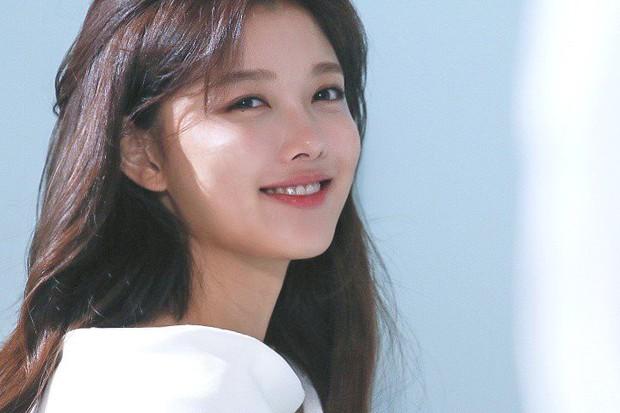 Ảnh hậu trường không còn gì để nói của Kim Yoo Jung: Nhan sắc của thiếu nữ 19 tuổi đẹp nhất xứ Hàn là đây! - Ảnh 10.