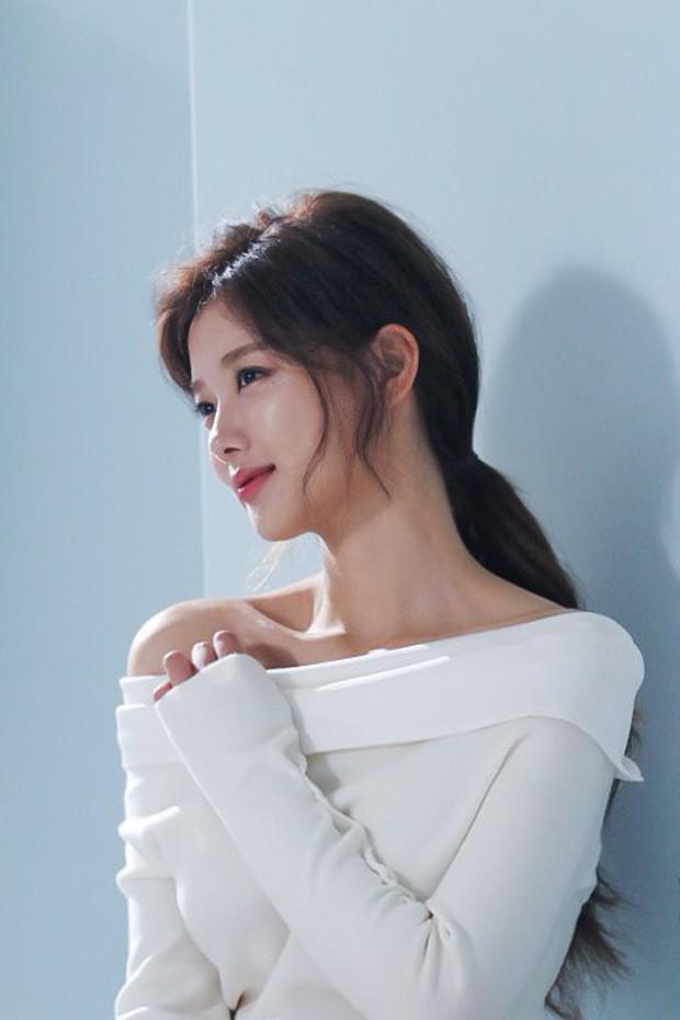 Ảnh hậu trường không còn gì để nói của Kim Yoo Jung: Nhan sắc của thiếu nữ 19 tuổi đẹp nhất xứ Hàn là đây! - Ảnh 11.