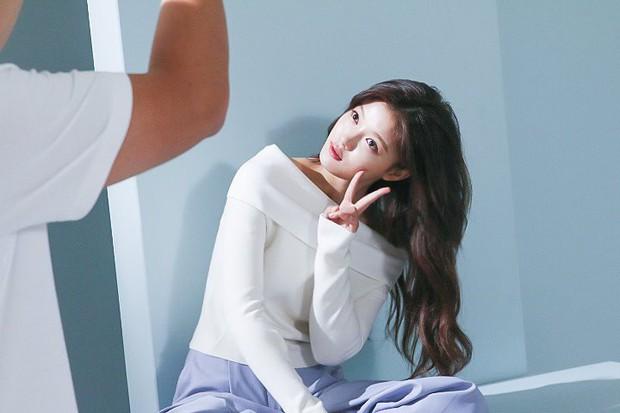 Ảnh hậu trường không còn gì để nói của Kim Yoo Jung: Nhan sắc của thiếu nữ 19 tuổi đẹp nhất xứ Hàn là đây! - Ảnh 16.