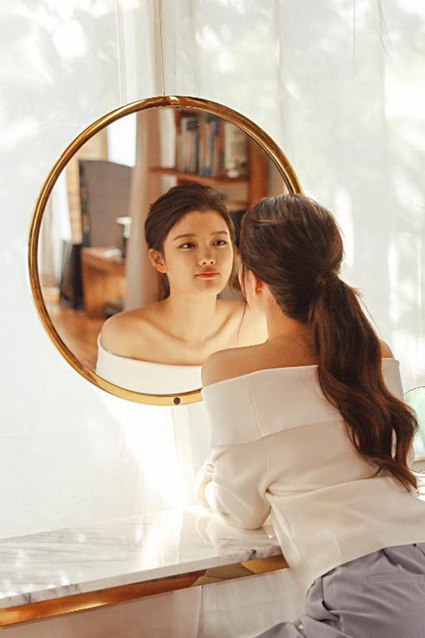 Ảnh hậu trường không còn gì để nói của Kim Yoo Jung: Nhan sắc của thiếu nữ 19 tuổi đẹp nhất xứ Hàn là đây! - Ảnh 17.