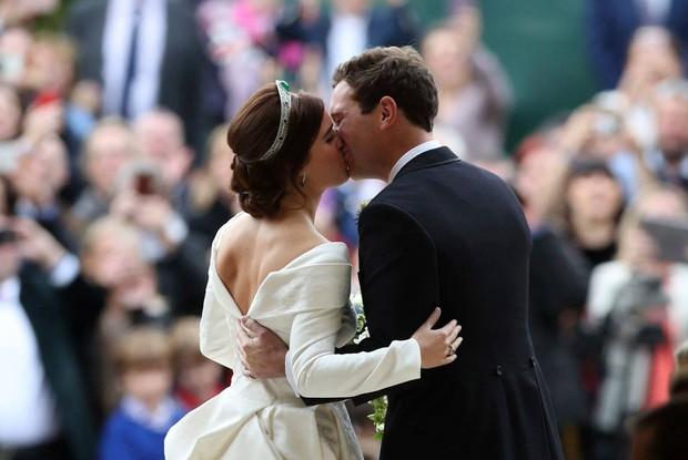 Những hình ảnh trong đám cưới cổ tích của Công chúa Eugenie - cháu gái Nữ hoàng Anh - Ảnh 11.