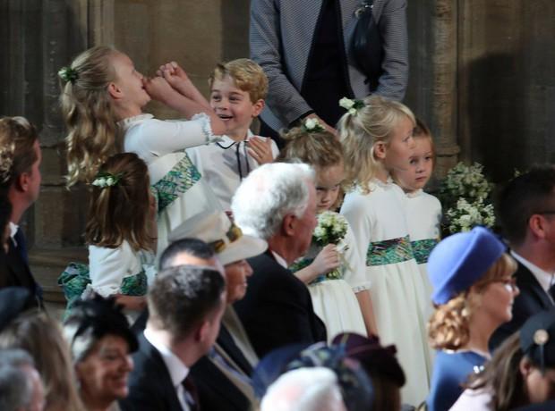 Những hình ảnh trong đám cưới cổ tích của Công chúa Eugenie - cháu gái Nữ hoàng Anh - Ảnh 10.
