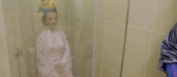 Chán làm chị Mười Ba đánh đấm, Thu Trang nghĩ ra chiêu tắm trắng không ai dám bắt chước trong webdrama cổ trang xuyên không - Ảnh 11.