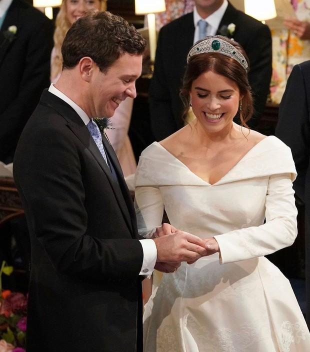Những hình ảnh trong đám cưới cổ tích của Công chúa Eugenie - cháu gái Nữ hoàng Anh - Ảnh 14.