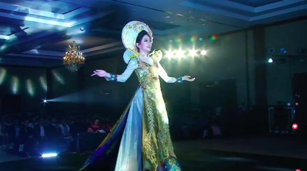 Clip: Phương Nga xuất hiện rạng rỡ, tự tin trình diễn trang phục dân tộc tại Miss Grand International 2018 - Ảnh 4.