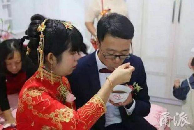 Đi rước dâu bị nhà gái thách cưới bằng một bài toán, chú rể toát mồ hôi hột mới giải xong để còn cưới vợ - Ảnh 2.