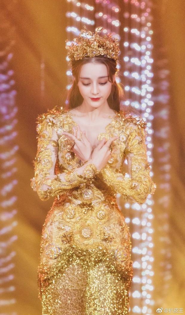 Mỹ nhân cực phẩm nhất đêm nay: Địch Lệ Nhiệt Ba hoá thân thành Nữ thần Kim Ưng, xuất sắc như tiên giáng trần - Ảnh 11.