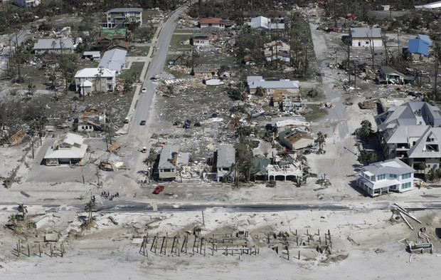 Ảnh, video: Siêu bão Michael tàn phá bờ nam nước Mỹ - Ảnh 2.