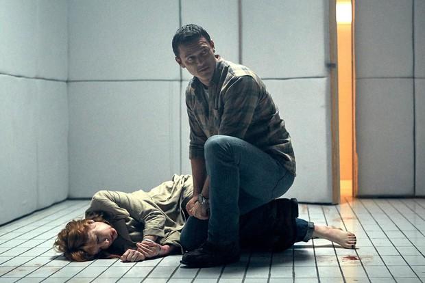 5 bộ phim gay cấn diễn ra trong không gian chật hẹp đến khó thở - Ảnh 4.