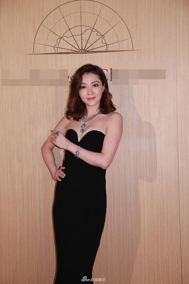 Lần đầu xuất hiện sau khi sinh con, siêu mẫu số 1 Hong Kong Hùng Đại Lâm khoe vóc dáng nóng bỏng hút mắt - Ảnh 3.