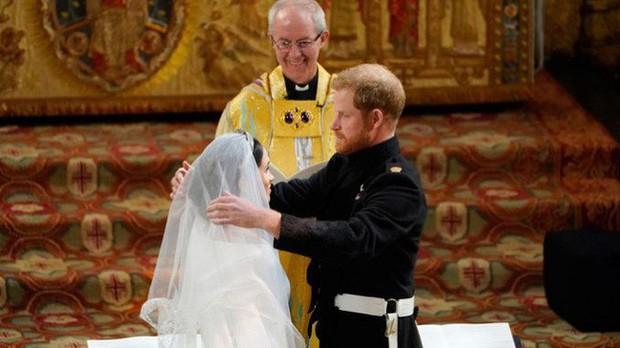 Không chỉ hở bạo, váy cưới của cháu gái Nữ hoàng Anh còn có điểm đặc biệt này khác xa Meghan Markle và Kate Middleton - Ảnh 11.