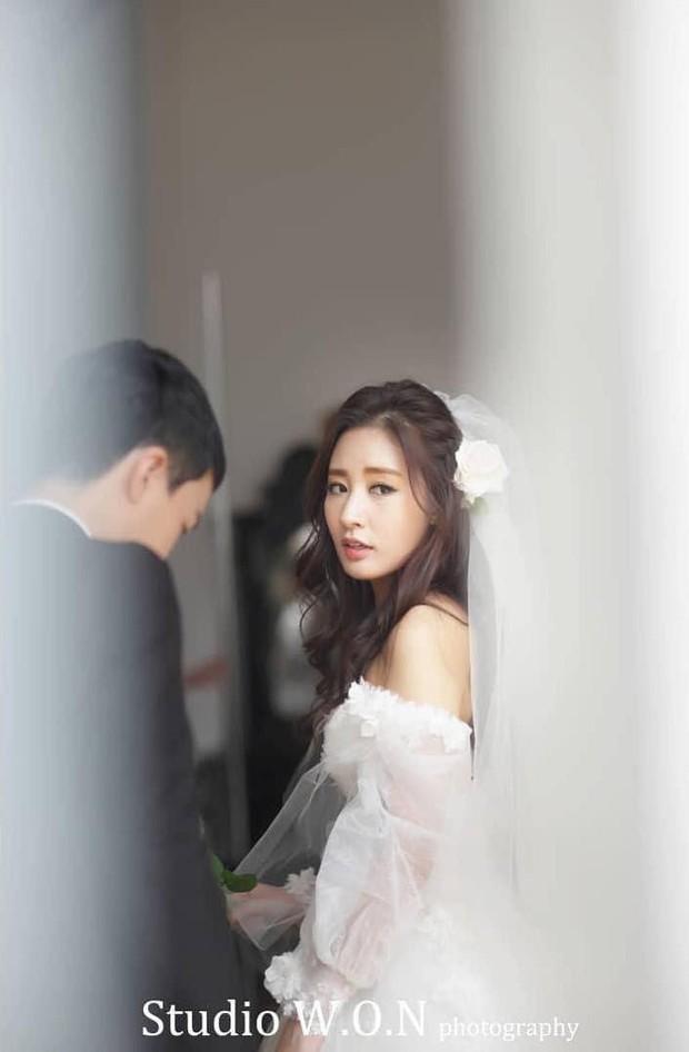 Hôn lễ chị gái nổi tiếng của Chanyeol: Dàn mỹ nam EXO gây bão, song nhan sắc của cô dâu mới là tâm điểm - Ảnh 16.
