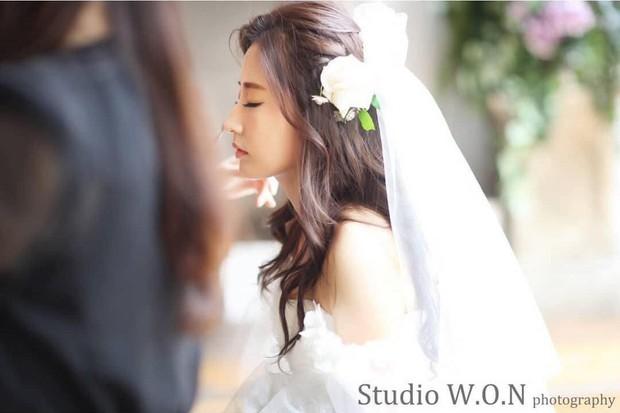 Hôn lễ chị gái nổi tiếng của Chanyeol: Dàn mỹ nam EXO gây bão, song nhan sắc của cô dâu mới là tâm điểm - Ảnh 14.
