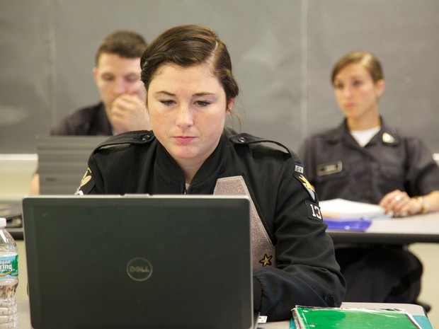 Khám phá bên trong Học viện Quân sự Hoa Kỳ, nơi đào tạo những công dân Mỹ hoàn hảo nhất - Ảnh 21.