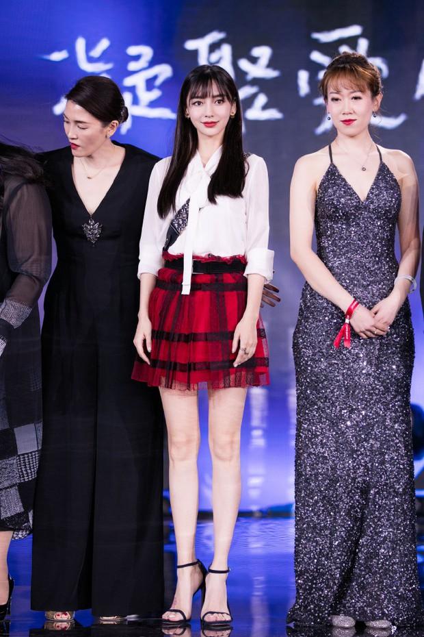 Gầy mặc gì cũng đẹp là có thật, cứ nhìn Angela Baby và Suzy cùng diện một mẫu váy là rõ - Ảnh 3.