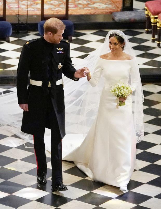 Không chỉ hở bạo, váy cưới của cháu gái Nữ hoàng Anh còn có điểm đặc biệt này khác xa Meghan Markle và Kate Middleton - Ảnh 10.