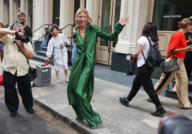 Nhìn qua loạt street style đỉnh nhất Tuần lễ thời trang Xuân-Hè 2019, chắt lọc được ngay 8 xu hướng này - Ảnh 5.